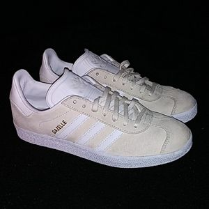 Like new womens Adidas Gazelle.